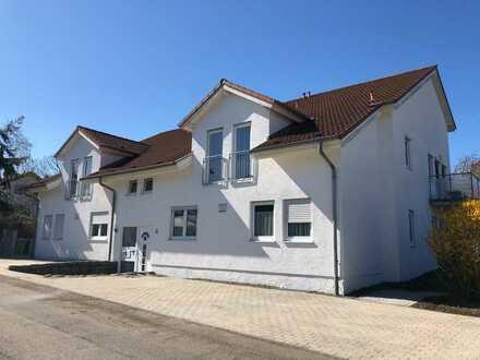 Großzügige, neuwertige 4,5-Zimmer-Wohnung mit Terrasse und EBK in Wiernsheim Ortsteil Pinache