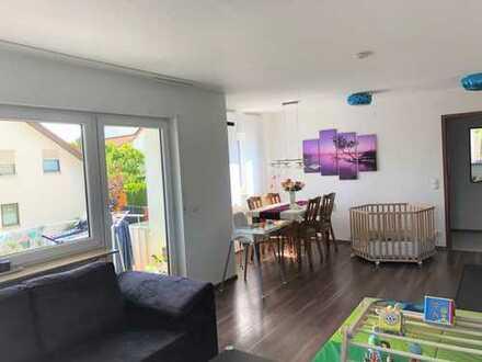 Helle 3-Zimmer-Wohnung mit Balkon und großer Einzelgarage