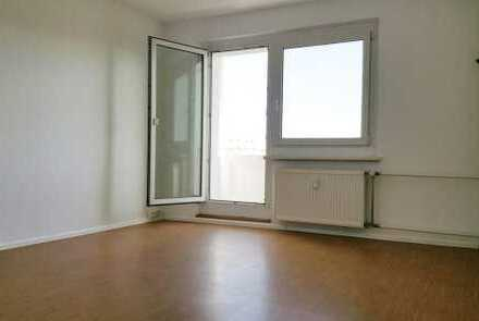 Kleine, renovierte 3-Raum-Wohnung mit Balkon & Blick ins Grüne - Gutscheinaktion*