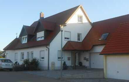 Neuwertige 1-Zimmer-DG-Wohnung mit EBK in nördlingen