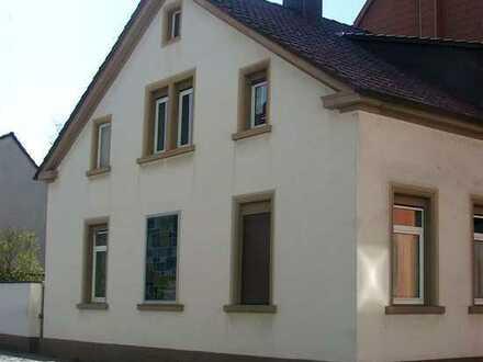 POCHERT IMMOBILIEN - Charmantes Wohnhaus mit kleinem Hof und Garten in zentraler ruhiger Citylage
