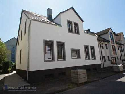 Zentral gelegene 6-Zimmer-Wohnung mit Dachterrasse in saniertem Altbau!