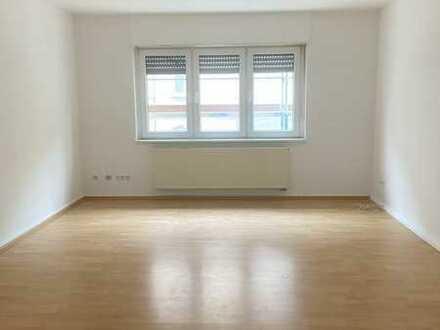 Ab sofort: Große 2 Zimmer Wohnung mit Wintergarten im Herzen von Karlsruhe