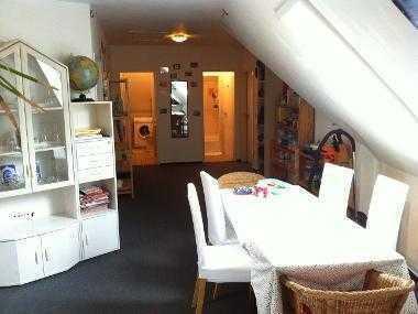 Schönes Zimmer in einer netten 4er-Wohngemeinschaft