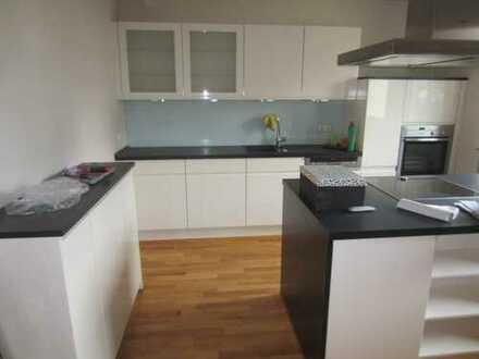 Sehr schöne 3-Zimmer-Maisonette-Wohnung mit Balkon und Einbauküche in Frankfurt am Main