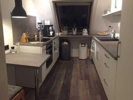 Gepflegte 3-Zimmer-Maisonette-Wohnung mit Balkon und Einbauküche in Daarmstadt
