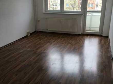 3-Zimmer-Wohnung mit Duschbad, EBK und großem Süd-Balkon