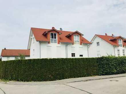 Schöne, großzügige und hochwertige Doppelhaushäfte samt EBK, Garten, Stpl. i. Fr. und einer Garage!