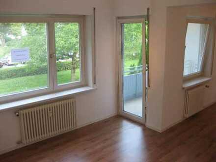 Stilvolle, modernisierte 2-Zimmer-Wohnung mit Balkon und Einbauküche in Bad Urach