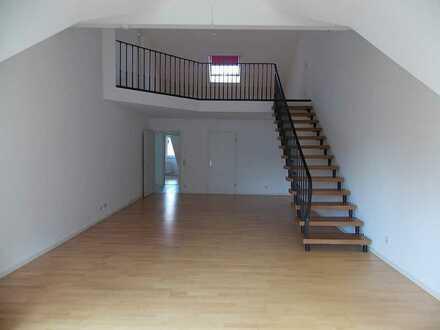Helle 4 1/2 Zimmer Maisonette-Wohnung mit Balkon in Dossenheim