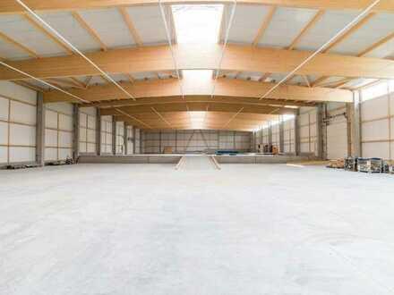 Erstbezug! 3.000 m² Industrie-, Produktions-, Lager-, Speditionshallen zu vermieten