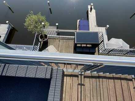Direkte Wasserlage, neuwertige Penthousewohnung über zwei Etagen!