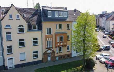 Kernsaniert! Charmantes Mehrfamilienhaus in grüner Lage von Essen-Frohnhausen