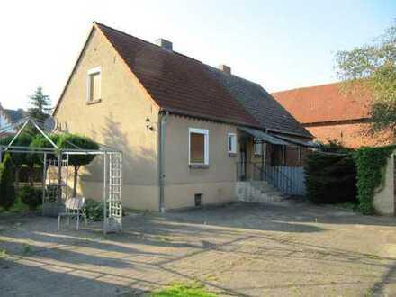Kleine Doppelhaushälfte mit schönem Grundstück.
