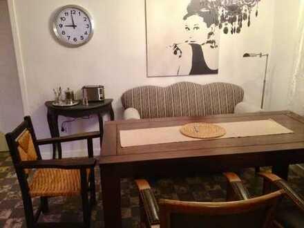 Möbliertes Zimmer mit Carport-Stellplatz ab sofort frei!??