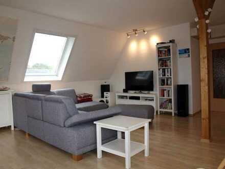 Schöne Dachgeschosswohnung in ruhiger, grüner Lage