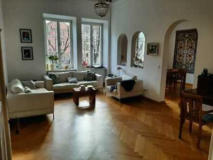 Stilvolle, vollständig renovierte 5-Zimmer-Wohnung mit Balkon, Einbauküche in der Altstadt Münchens