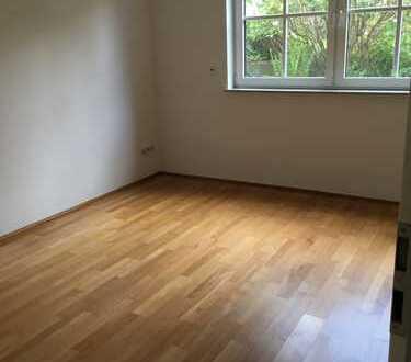 Schöne, geräumige zwei Zimmer Wohnung in Wiesbaden, Bierstadt