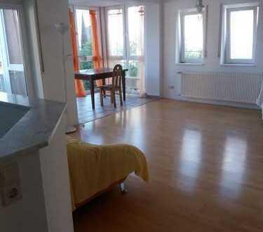 Gepflegte 3-Zimmer-Wohnung mit Balkon und Einbauküche in Kahl am Main