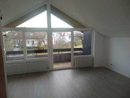 frisch renovierte helle Dachgeschosswohnung mit Balkon