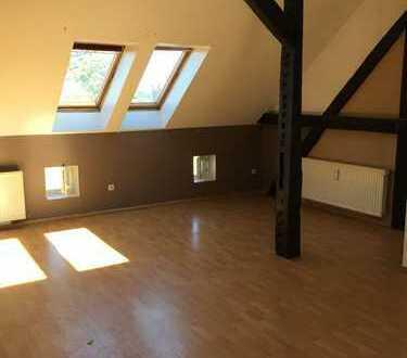 +++Dachgeschosswohnung mit Einbauküche + Wannenbad+++
