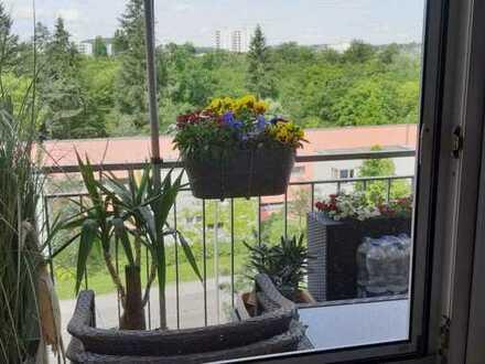 Renovierte 3Zi-Wohnung mit Balkon,Aussicht,Garten