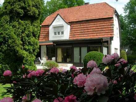 Villa mit 2 Garagen in hervorragender Lage in der Gartenstadt Berlin-Frohnau