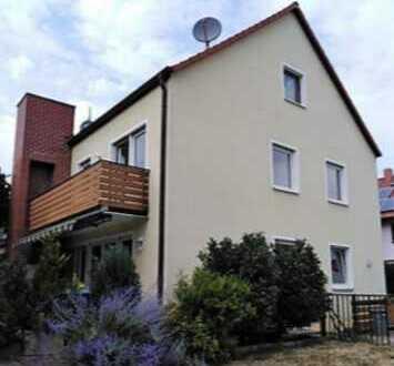 Große Doppelhaushälfte mit eigenem Garten, Terrasse & Garage in ruhiger Lage!