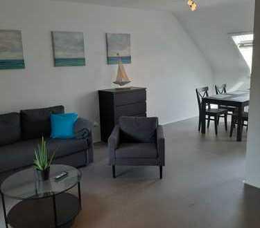 Stilvolle, neuwertige möblierte 2-Zimmer-DG-Wohnung mit Balkon befristet bis April zu vermieten