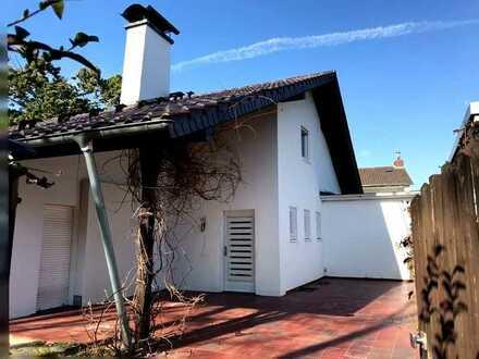 Freistehendes Einfamilienhaus auf großzügigem Grundstück in Sackgasse mit ruhiger Südwest-Lage