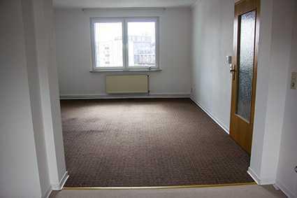Günstige, gepflegte 3-Zimmer-Dachgeschosswohnung mit Einbauküche in Bremerhaven - Mitte