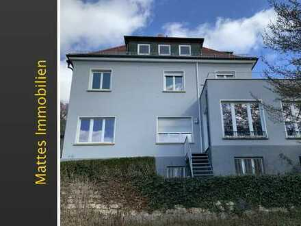 Wohnen auf zwei Etagen in schöner Villa mit großem Garten