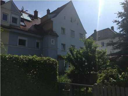 Wohnen am Lech! Gehobene, renovierte 5-Zimmer-Maisonette-Wohnung mit Einbauküche in Augsburg