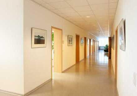Schöne Arztpraxis mit Röntgenraum und 8 Behandlungszimmern in KL-Ost