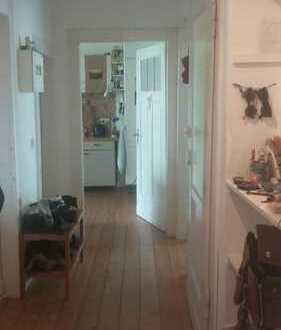 Nette Mitbewohnerin gesucht in einer schönen und hellen 110qm Altbau-Wohnung in Essen Frohnhausen :)