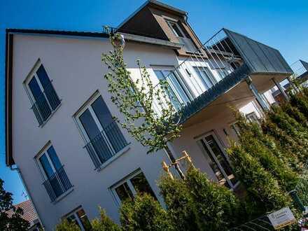 Neue helle Dachgeschosswohnung sucht Erstmieter