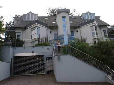 Exklusive, neuwertige 3,5-Zimmer-EG-Wohnung mit Terrasse, Garten und EBK in Freiburg im Breisgau