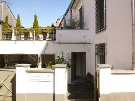 RURE FREUDE: 2,5 - Zimmer Haus: Luxuriös ausgestattetes Domizil, voll möbliert