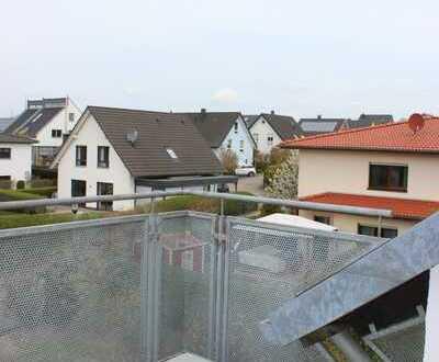 *** Schöne 3 Zimmer Dachgeschosswohnung mit Balkon in Enger ***