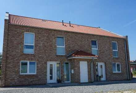 Jever - schicke, neuwertige und richtig große Doppelhaushälfte in Neubaugebiet!