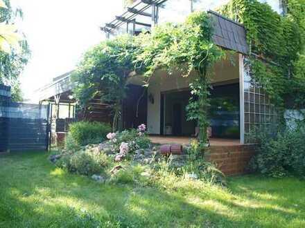 Wohnen mit Garten u. Terrasse! Neu sanierte, ruhig gelegene EG Whng. mit TLBad, GästeWC u. Garten