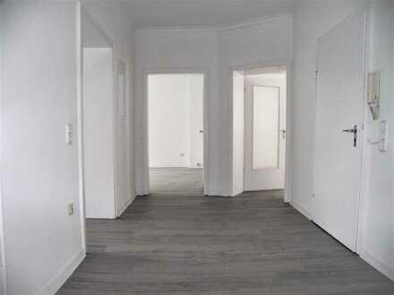 *Schöne und großzügige Altbauwohnung mit Balkon zu vermieten*