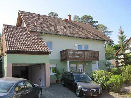 Schönes Einfamilienhaus in Fertighausbauweise mit Keller und Einliegerwohnung und Garage