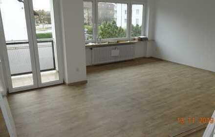 Provisionsfreie - vollständig renovierte 3-Zimmer-Wohnung mit Balkon in München