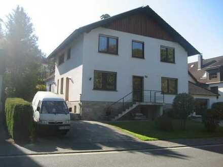 Haus mit Terasse und großem Garten