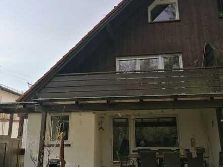 Modernisiertes Reihenendhaus mit vier Zimmern und EBK in Trudering, München