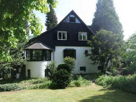 Bonn-Mehlem Top-Lage, Einfamilienhaus im Landhaus-Stil am Drachensteinpark mit Blick zum Drachenfels