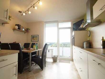 Modernisierte 3-Zimmer-Wohnung mit Einbauküche und Einzelgarage in Uerdingen