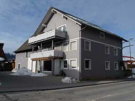 MODERNES SICHTGEBÄLK & ZWEI BÄDER! Zauberhafte 3-Zi-DG-Wohnung mit zusätzlichem Studio+großem Balkon