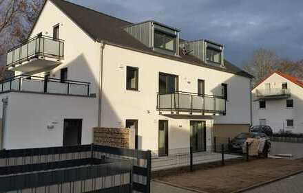 Neuwertige 2-Zimmer-EG-Wohnung mit Terrasse und Einbauküche in Manching